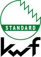 """KWF-Prüfzeichen """"STANDARD"""" ist speziell für Produkte vorgesehen, die sich von den hohen Ansprüchen eines professionellen forstlichen Einsatzes abgrenzen. Das bezieht sich – je nach Produktgruppe – auf die verwendeten Materialien, Tragekomfort, Leistungsgewichte, Bedienkomfort und ähnliches. Die Kriterien hierfür sind für die meisten Produktgruppen bereits festgelegt. Sie werden immer wieder dem aktuellen Stand der Technik angepasst. Dank des neuen Prüfzeichens """"KWF-STANDARD"""" kann sich der Gelegenheitsnutzer – beispielsweise ein Brennholzselbstwerber o.ä. – auf geprüfte Sicherheit verlassen."""